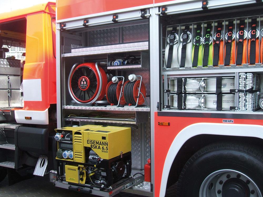 Jedes zweite Feuerwehr- und Katastrophenschutz-Fahrzeug generiert Strom mit Eisemann-Geräten. Doch die individuellen Projekte sind es, die dem ERP-System Flexibilität abverlangen. (Bild: Metallwarenfabrik Gemmingen GmbH)