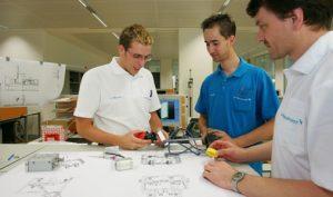 Automobil-Kunststoffteile kosteneffizient fertigen