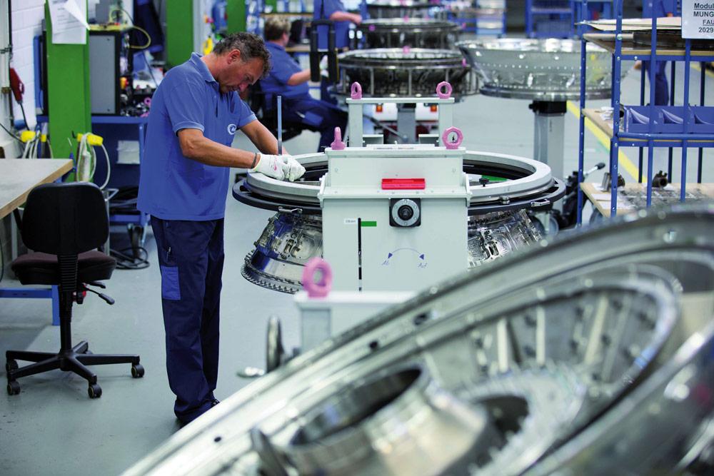 Montagelinie für das Turbinenzwischengehäuse bei MTU Aero Engines. Bild: AT+C EDV GmbH