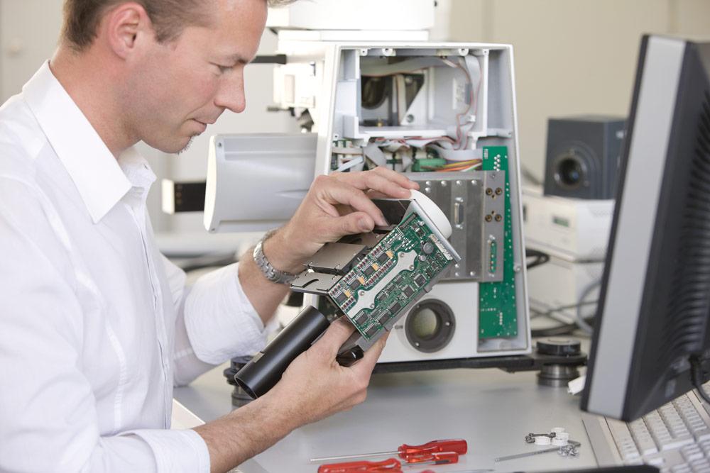 Bei Zeiss zeigte sich mit wachsender Komplexität der Systeme, dass man viele Probleme des Kunden eigentlich sehr schnell in der Software des Mikroskops hätte lösen können. Bild: Carl Zeiss Microscopy GmbH