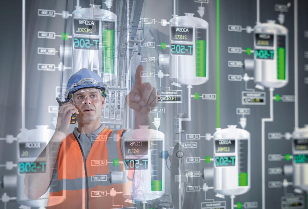Trotz des hohen Automatisierungsgrades ist der Einfluss eines Bedieners auf Kontroll- und Sicherheitseinrichtungen nicht zu unterschätzen. (Bild: Monty Rakusen/Getty Images)