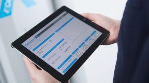 Die Klimageräte der Cool X-Serie von Pfannenberg lassen sich per Modbus an die IoT-Cloud der Telekom anbinden. Das ortsunabhängige Monitoring der Produkte ist somit problemlos möglich. Welche Daten übertragen und vom Hersteller analysiert werden, stimmen Käufer individuell mit Pfannenberg ab. Bild: Pfannenberg / Deutsche Telekom AG