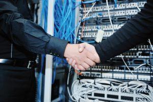 Zwischen Unternehmen und Lösungsanbietern