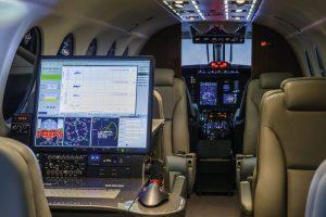 Arbeit am Herz des Flugzeugs
