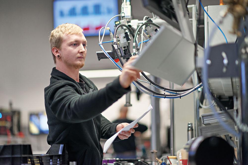 Das mittelständische Unternehmen KW Automotive aus dem schwäbischen Fichtenberg steuert mehr als 60 Kernprozesse weitgehend automatisch über sein ERP-System. (Bild: Sage GmbH)