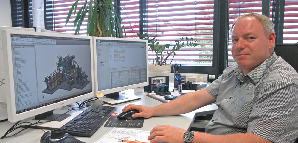 Christian Müller ist Auftragskonstrukteur und CAD-Key-User im Bereich Strikomelter bei Strikowestofen. Das PLM-System erspare viel Routinearbeit, sagt er. (Bild: Procad GmbH & Co. KG)