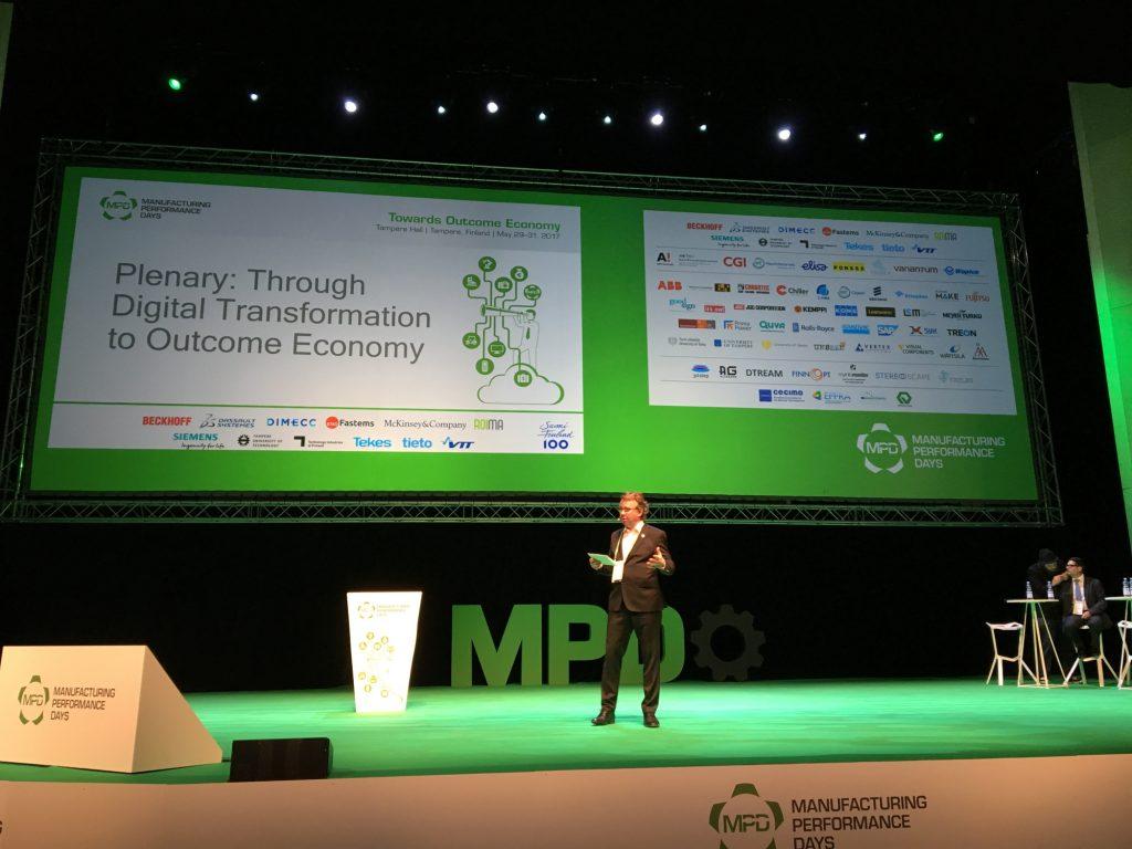 Die Veranstaltungen im Plenum der MPD standen unter dem Motto ?Through Digital Transformation Towards Outcome Economy?. Tomas Hedenborg, Vorsitzender des Organisationskomitees, moderierte die Vortr?ge und Diskussionen im Plenum. (Bild: Manufacturing Performance Days)