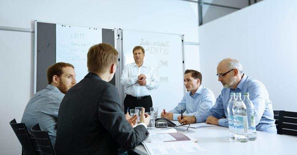 Enge Abstimmung und offene Kommunikation bilden die Basis für den Erfolg einer CRM-Einführung.