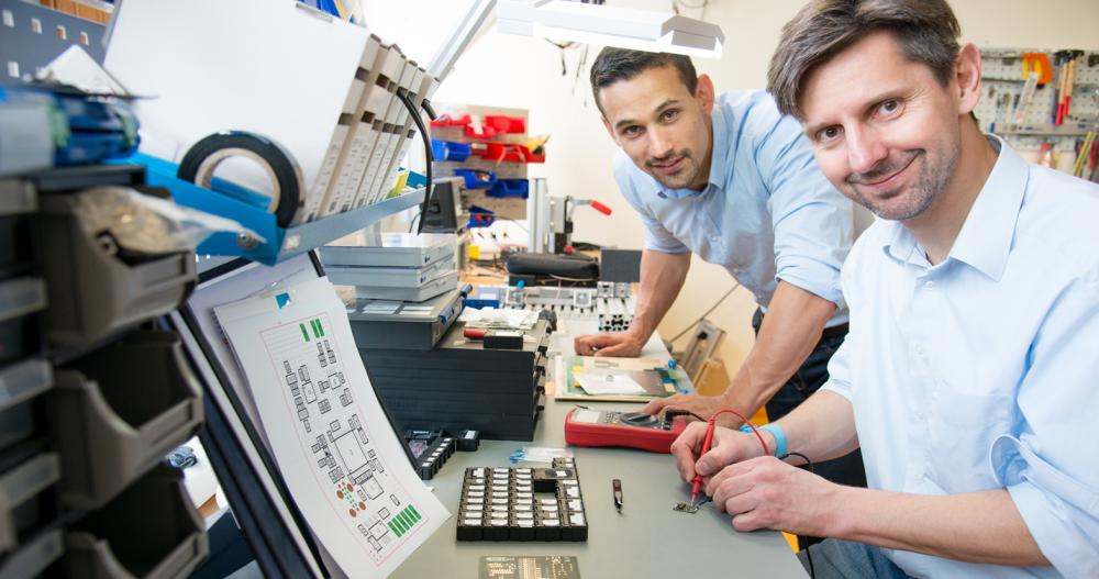 Clemens Launer (links im Bild), kaufmännischer Geschäftsführer, und Raino Petricevic, technischer Geschäftsführer von Indtact.