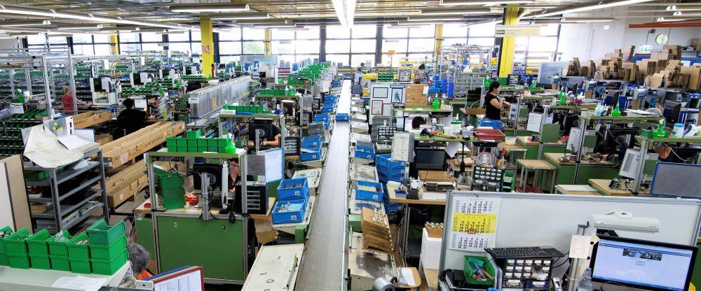 Systemgestütze manuelle Montagearbeitsplätze für Schließzylinder (Bild: Dormakaba Holding AG)