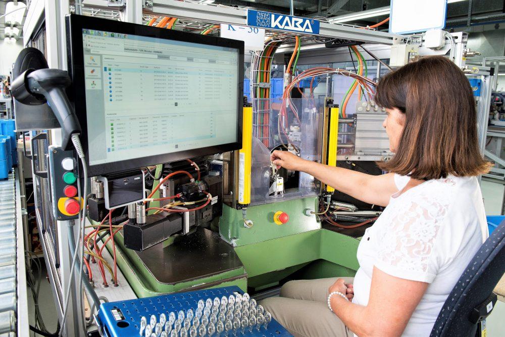 Produktionsmaschine für Schlüsselfertigung mit SAP ME (Bild: dormakaba Holding AG)