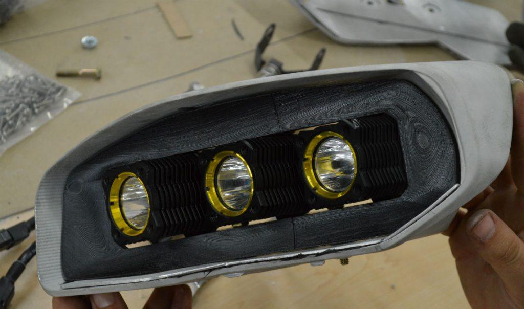 Auto-Tuning Frontleuchteneinsatz: Vom vierstelligen Betrag auf 17 Dollar pro Teil - 3D Druck ersetzt CNC-gefräste Produktion und Handarbeit.