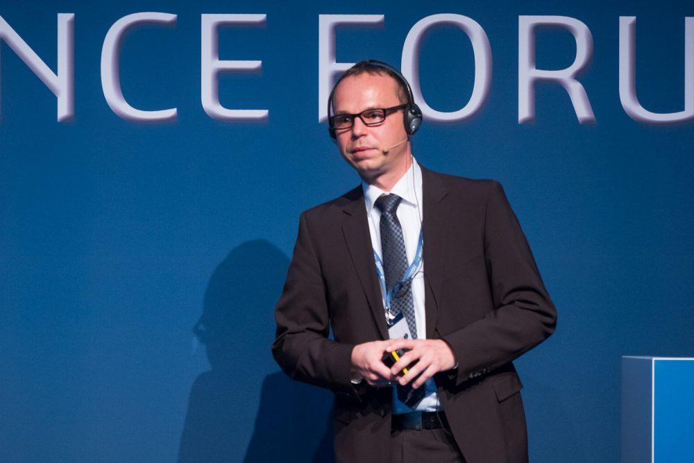 Daniel Pöttgen, CAD Manager bei der Benteler Automobiltechnik GmbH, spricht auf dem 3DExperience Forum über den Rollout einer PLM-Plattform.