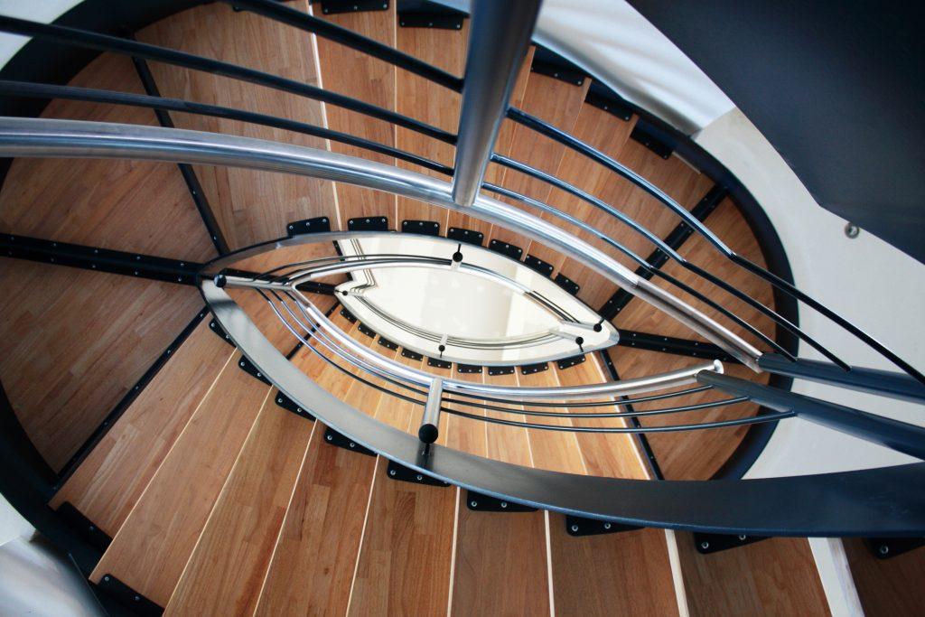 Maßgeschneiderte Treppen, Geländer, Tore und andere Metallkonstruktionen gehören zum Leistungsumfang. (Bild: Luxforge)