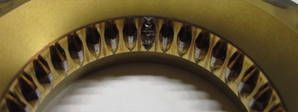 Matrize zur Herstellung von Verzahnungen mit ausgebrochen Zähnen.
