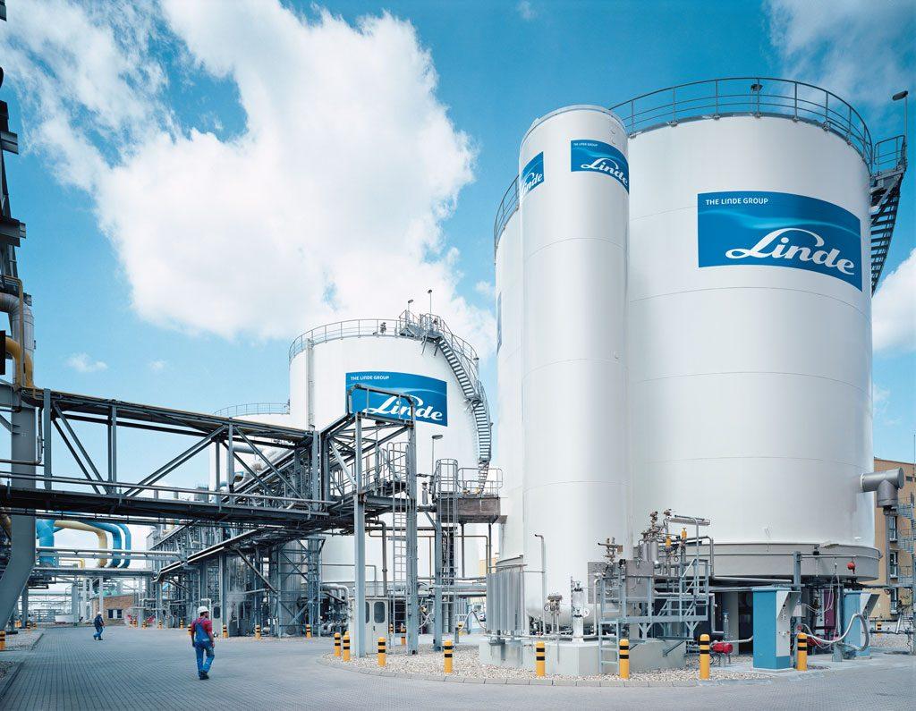 Die Luftzerlegungsanlagen von Linde wie diese hier am Standort Leuna werden über eine Fernleitwarte betrieben