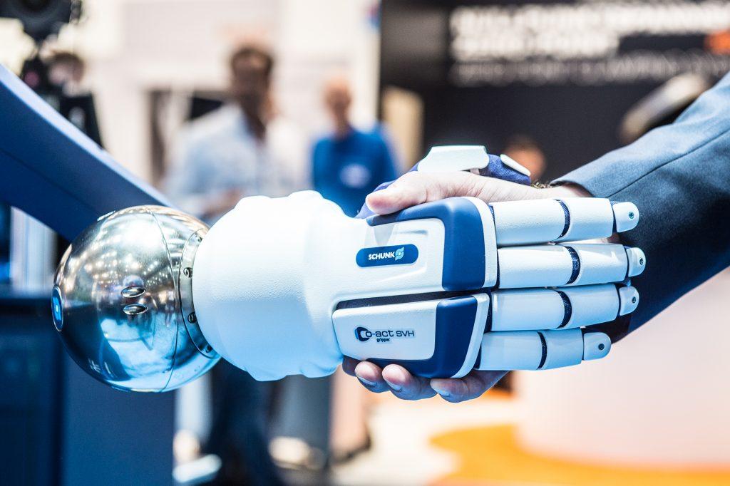 Servicerobotik und Mensch-Roboter-Kollaboration sind zwei der Trendthemen, die vom 19. bis 22. Juni auf der automatica 2018 im Fokus stehen. (Bild: Messe München GmbH)