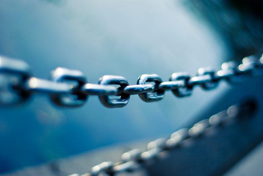 Smart Contracts könnten künftig für Vertrauen und Transparenz beim Handeln mit sogar unbekannten Geschäftspartnern sorgen. Aber Vorsicht: Im klassischen Sinn lassen sich die digital gespeicherten Vertäge kaum rückabwickeln.