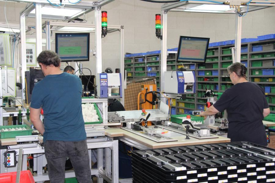 Die SmartMonitor-Lösung wird auch im Bereich der Montageinsel eingesetzt.