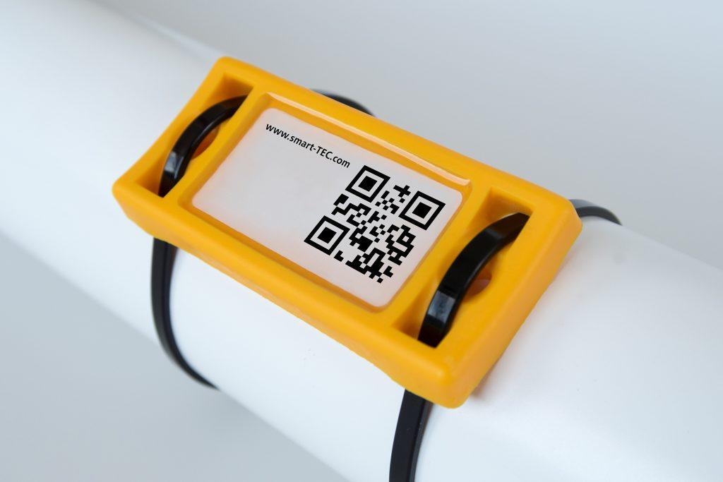 Die neuen RFID-Tags von Smart-Tec lassen sich auch per Kabelbinder an verschiedene Untergründe befestigen. (Bild: Smart-Tec GmbH & Co KG)
