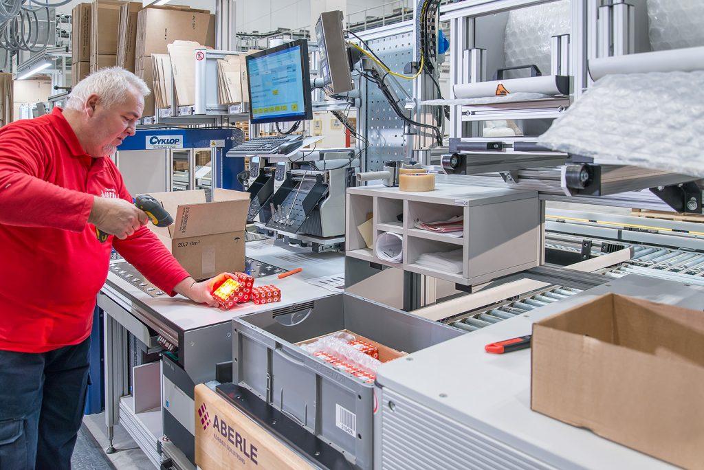 Schaeffler Technologies - Das Softwaregespann unterstützt die Mitarbeiter beim Kommissionieren. (Bild: Aberle GmbH)