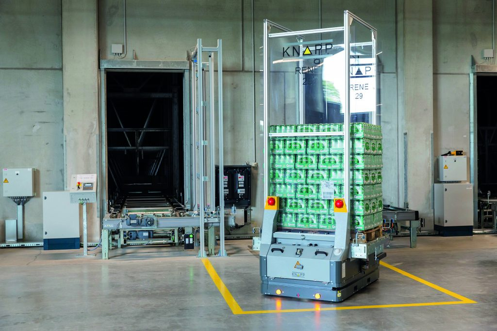 Intralogistik - Schwarmintelligenz bei der Knapp AG | Paletten und Rollbehälter mit bis zu 1.300 Kilo befördert das Open Shuttle mit Leichtigkeit. (Bild: Knapp Industry Solutions GmbH)
