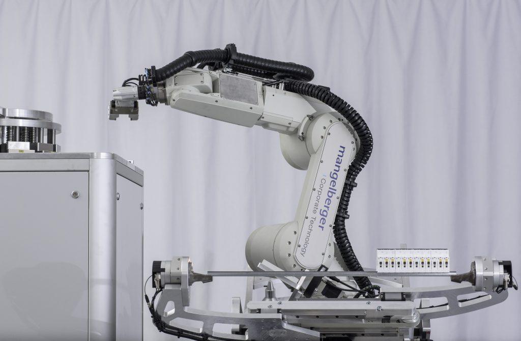 eCl@ss Advanced - Ein Standard öffnet Türen | Durchgehend Roboter-gestützter Schaltschrankbau bei Mangelberger Elektrotechnik