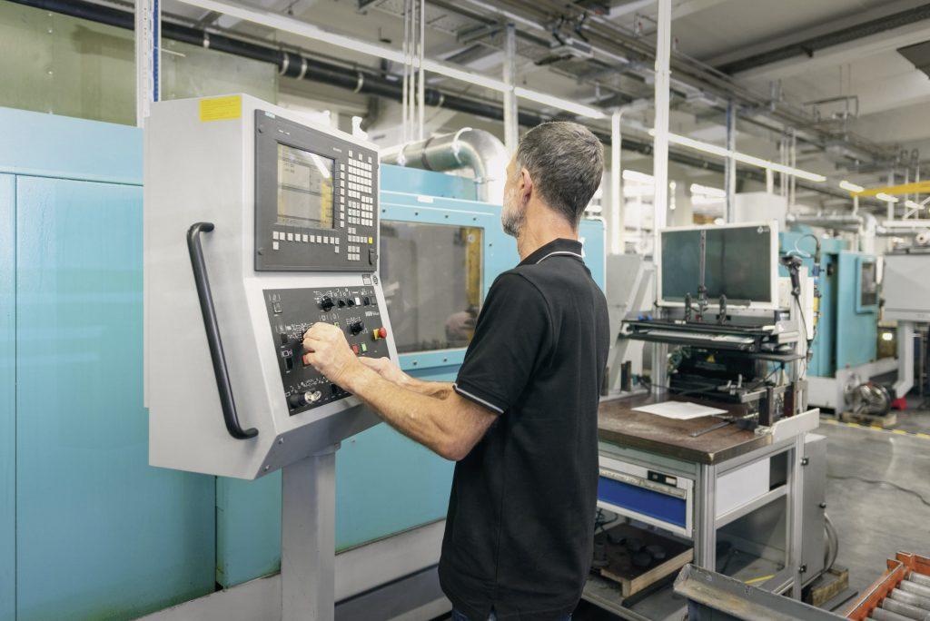 Ein einem Service-Angebot modernisiert Siemens Werkzeugmaschinen mit Sinumerik 840D pl-Steuerung. (Bild: Siemens AG)