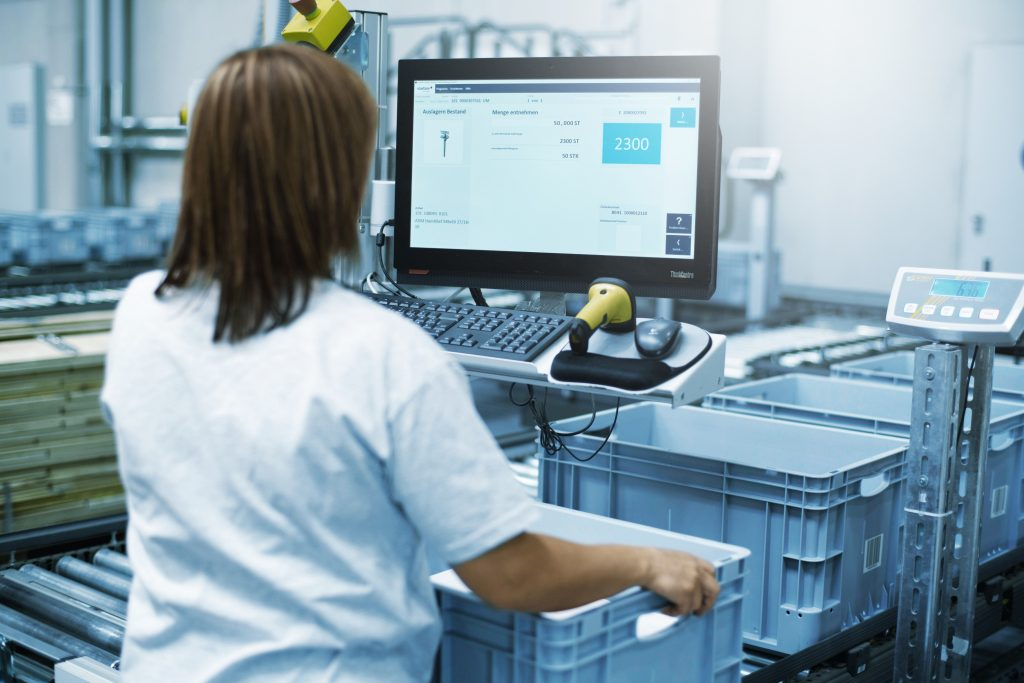 Das neue Logistikzentrum von Symbiolog ist mit modernster Lagerverwaltungs- und Kommissioniertechnik ausgestattet.