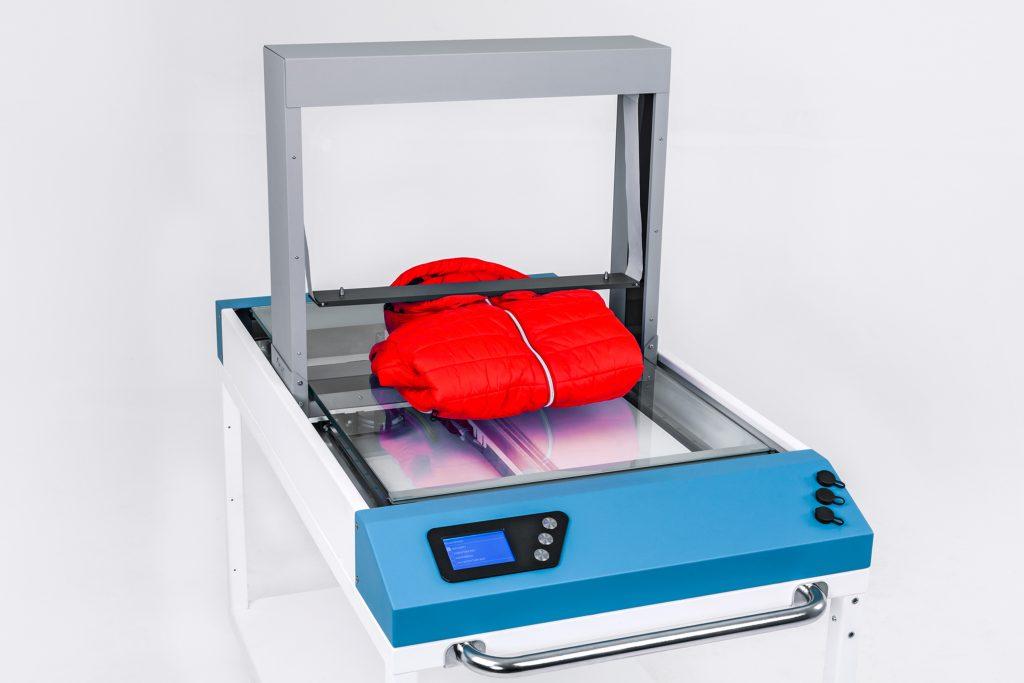Das Texpress-Modul komprimiert voluminöse Textilien, um den benötigten Lagerplatz <br /> zu reduzieren. (Bild: KHT GmbH)