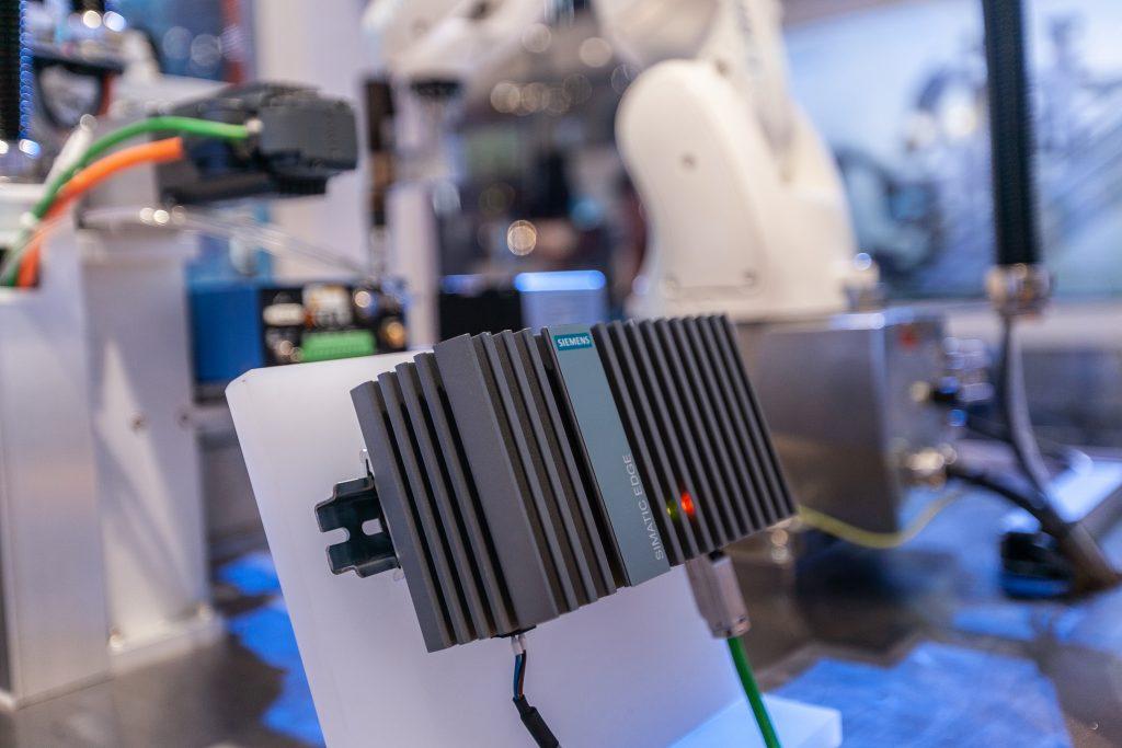 Im industriellen Edge Computing werden Rechner nah am Entstehungsort von Daten eingesetzt - oft also in rauen Umgebungen. (Bild: Siemens AG)