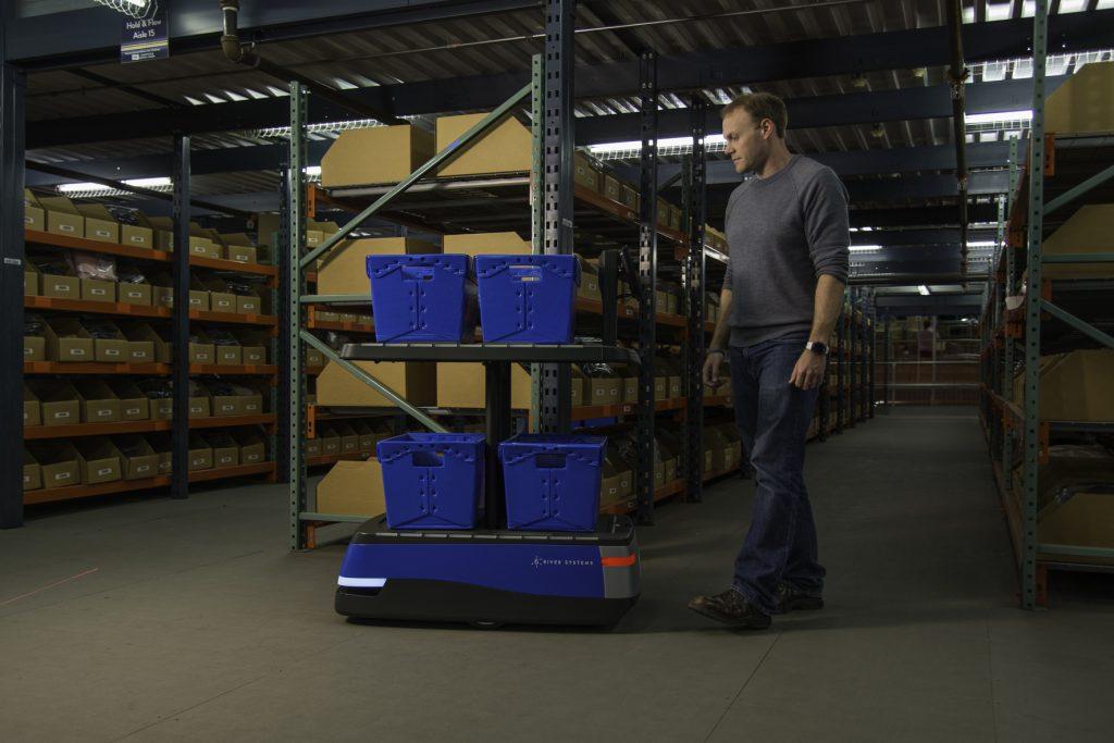 Der kollaborative mobile Roboter Chuck kann Kommissionierer durch ihre Arbeit führen. (Bild: 6 River Systems)