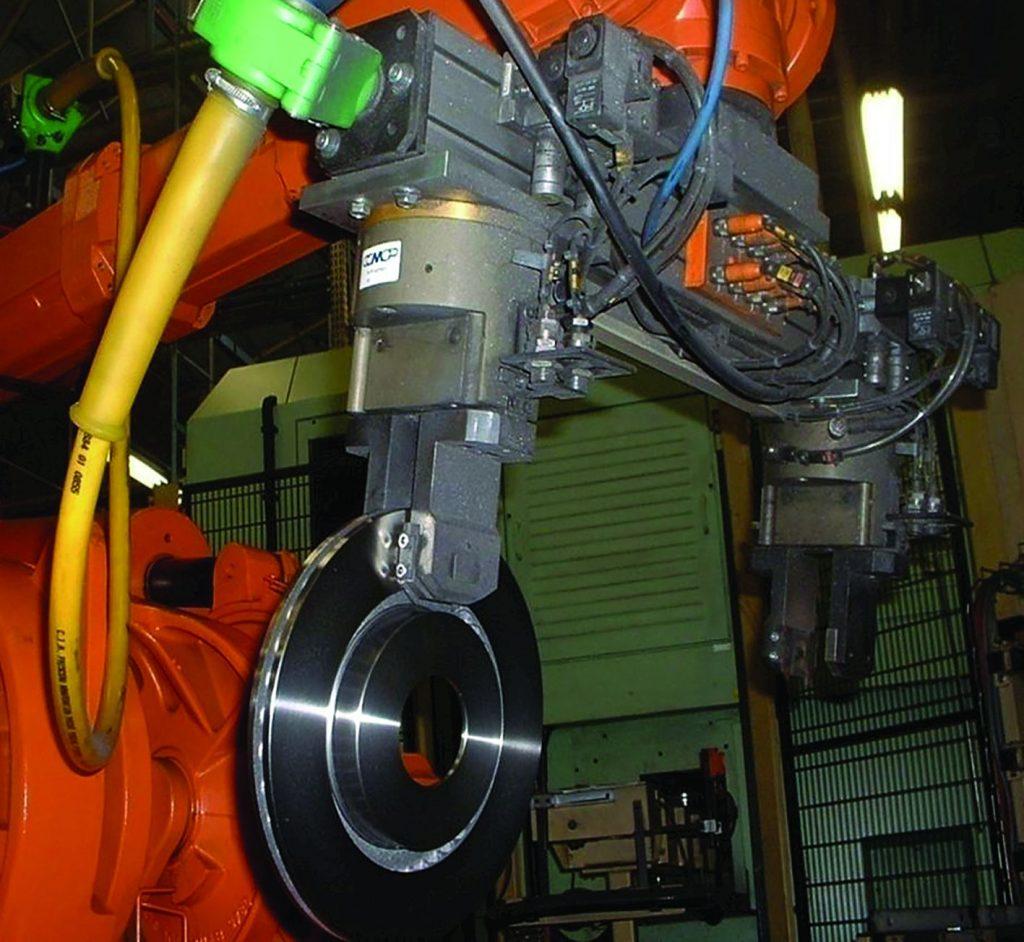 Greifer führt Material zur Maschine. (Bild: Destaco Europe GmbH)