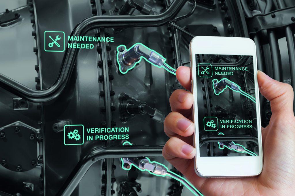 Mit Augmented Reality-Technik lassen sich Informationen zu einer Maschine auf dem Bildschirm eines Handhelds einblenden. (Bild: ©NicoElNino / stock.adobe.com)