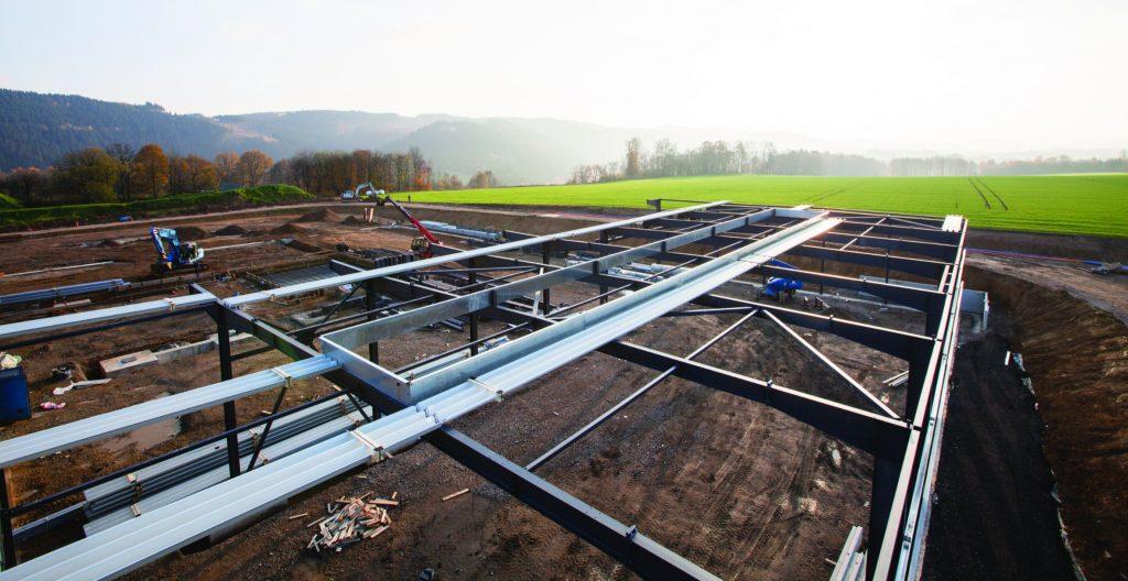 Im Stahlbau ist die Jochen Brill Hallen- und Industriebau unterwegs - von der Planung bis zur Montagekolonne. (Bild: Jochen Brill Hallen- u. Industriebau GmbH)