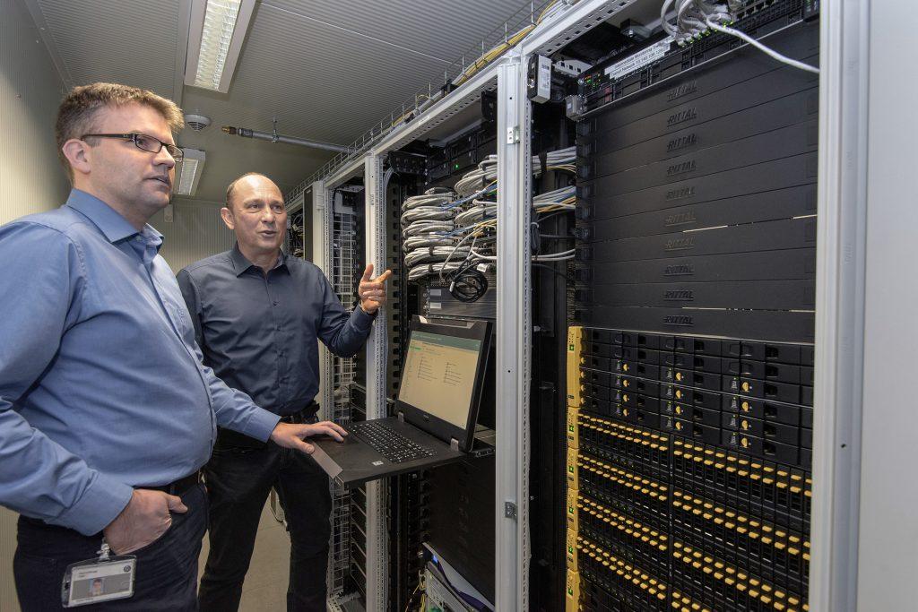 Niedrige Latenzzeiten und schnelle Datenverfügbarkeit gehören zu den Anforderungen an die IT, wenn es um die Produktionsdaten bei Thyssenkrupp Steel geht. (Bild: Rittal GmbH & Co. KG)
