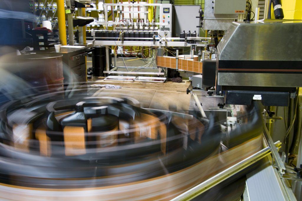 Durch die Lösung der Scheer GmbH erhält jedes Produkt eine individuelle Seriennummer. (Bild: ©Alexey Stiop/Fotolia.com)