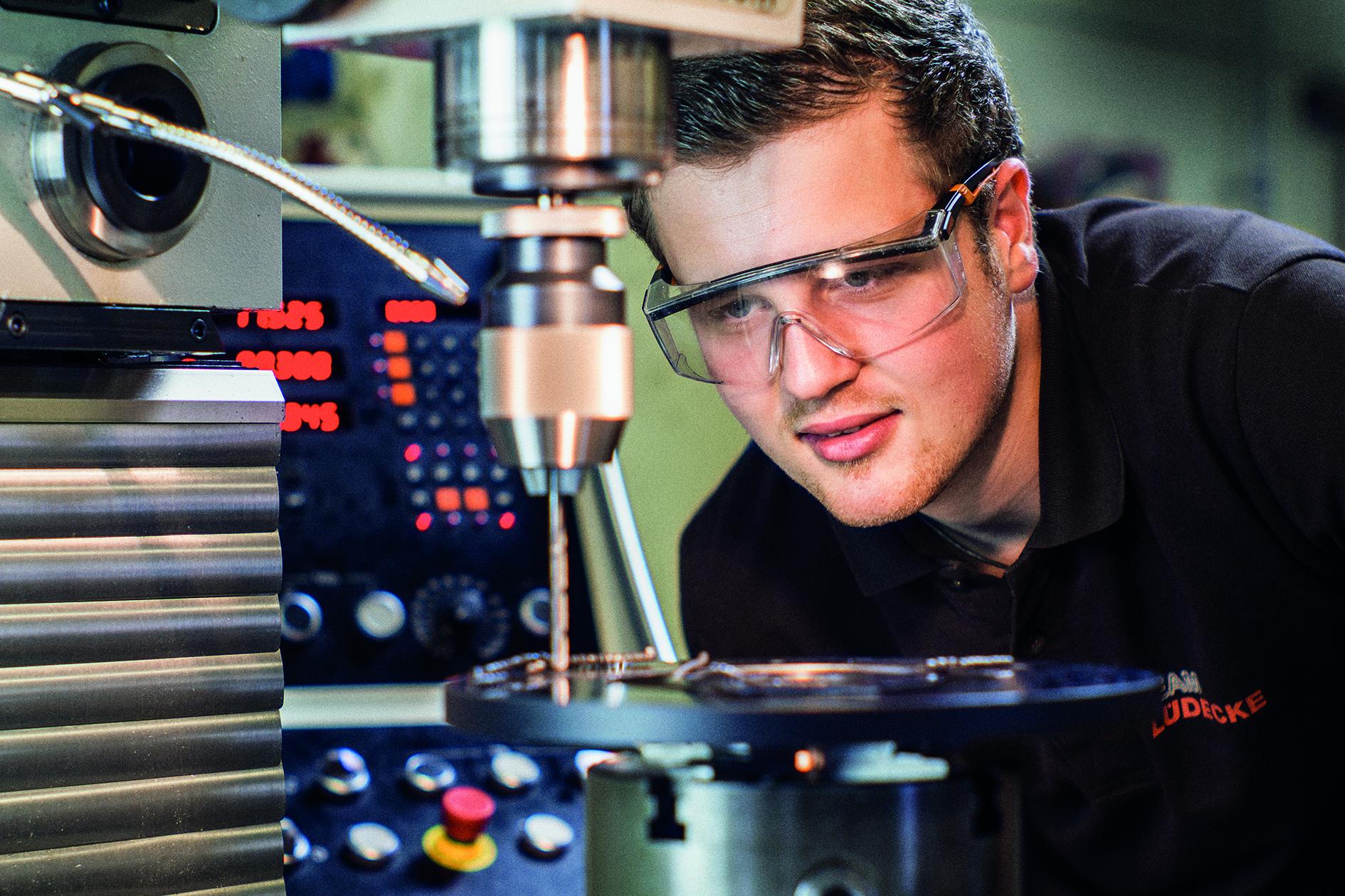Pro Monat werden bei der Lüdecke GmbH rund 4 Millionen Einzelteile produziert. Das System musste unter Volldampf umgestellt werden. Das setzt sorgfältige Planung voraus. (Bild: Lüdecke GmbH)