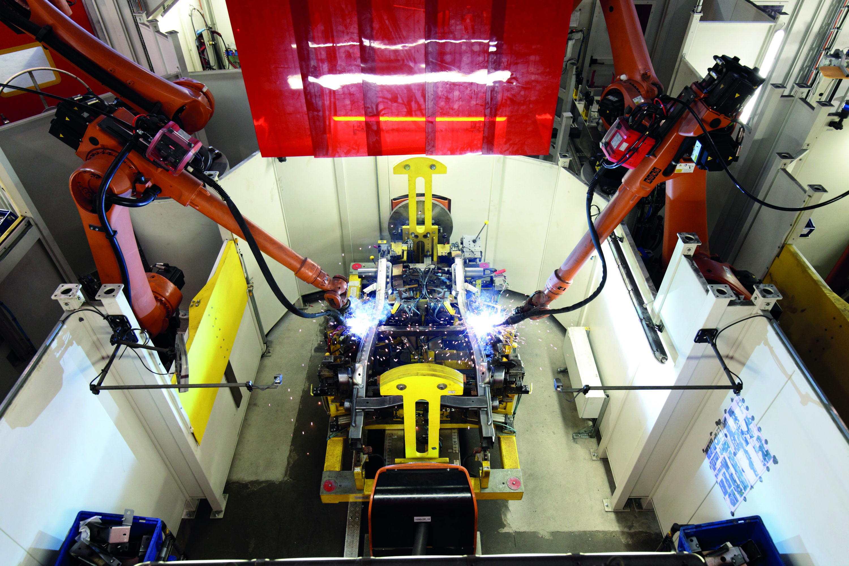 Vollautomatische Produktionslinie für Leiterrahmen bei Magna Presstec. (Bild: Kuka AG)