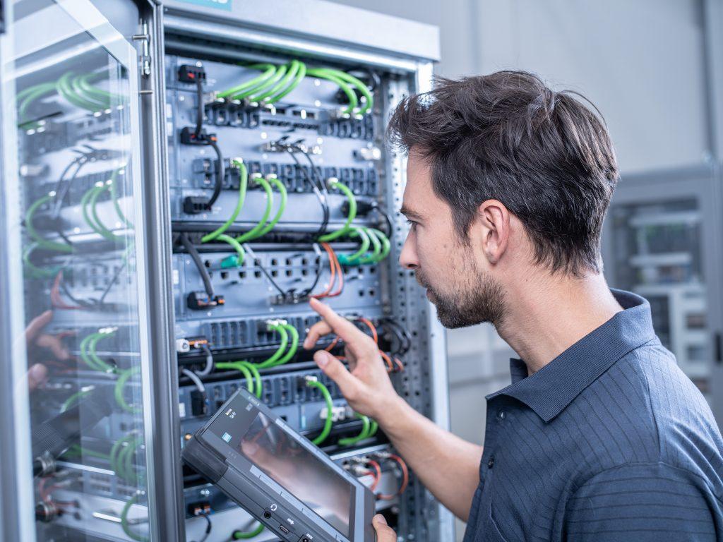 Eine leistungsstarke, flexible und sichere Vernetzung ist die Grundlage für neue Produktionsstrukturen. (Bild: Siemens AG)