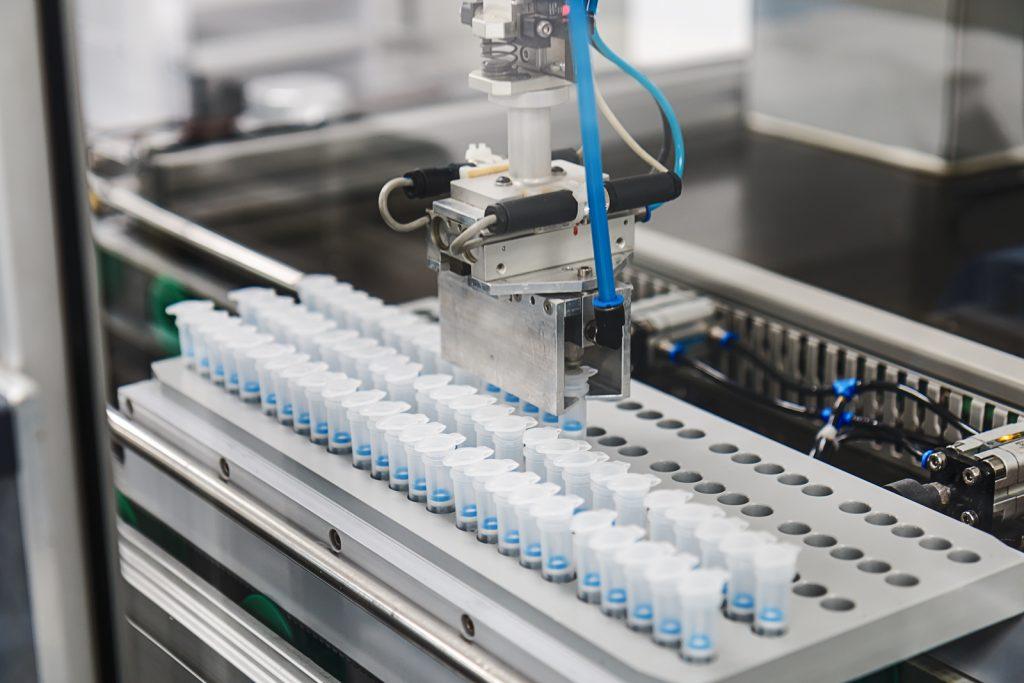 Fertigung von Medizinprodukten bei Macherey-Nagel (Bild: Macherey-Nagel GmbH & Co. KG)