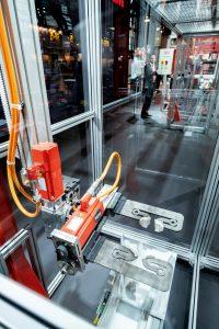 Der Einsatz von Einkabeltechnik senkt den Verdrahtungsaufwand, spart Platz und reduziert das Eigengewicht. (Bild: SEW Eurodrive GmbH & Co KG)