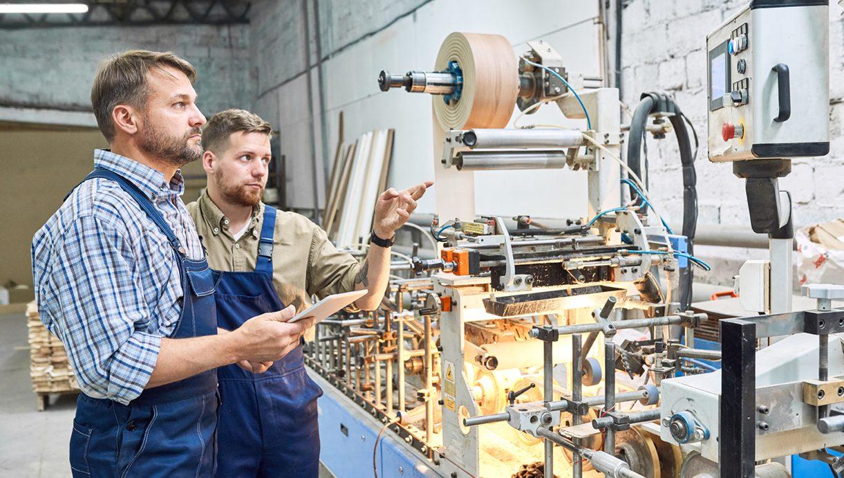 Ein MES 'out of the box' kann es kleinen und mittelgroßen Unternehmen ermöglichen, mit überschaubarem Aufwand auf digitale Fertigungsprozesse umzustellen. (Bild: ©Seventyfour/stock.adobe.com)