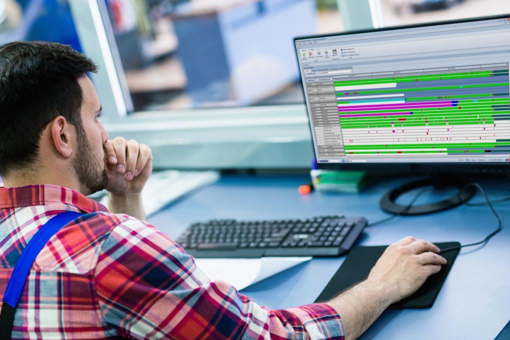 Klassische Analytics-Anwendungen haben noch lange nicht ausgedient: Das Maschinenzeitprofil im MES Hydra von MPDV. (Bild: ©nd3000/stock.adobe.com / MPDV Mikrolab GmbH)