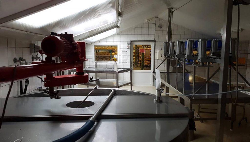 SPSen im Bauernhof: Automatisierungstechnik und Handwerkskunst kombiniert für besseren Käse. (Bild: FP Inovolabs GmbH)