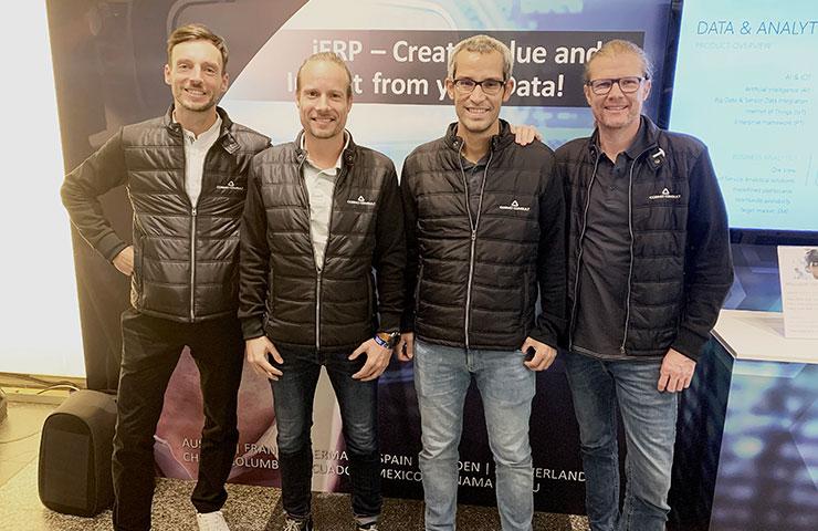 v.l.n.r: Daniel Schmidt (CPO), Gerrit Schiller (COO), Tobias Fenster (CTO), Peter Dibbern (CMO) (Bild: Cosmo Consult AG)