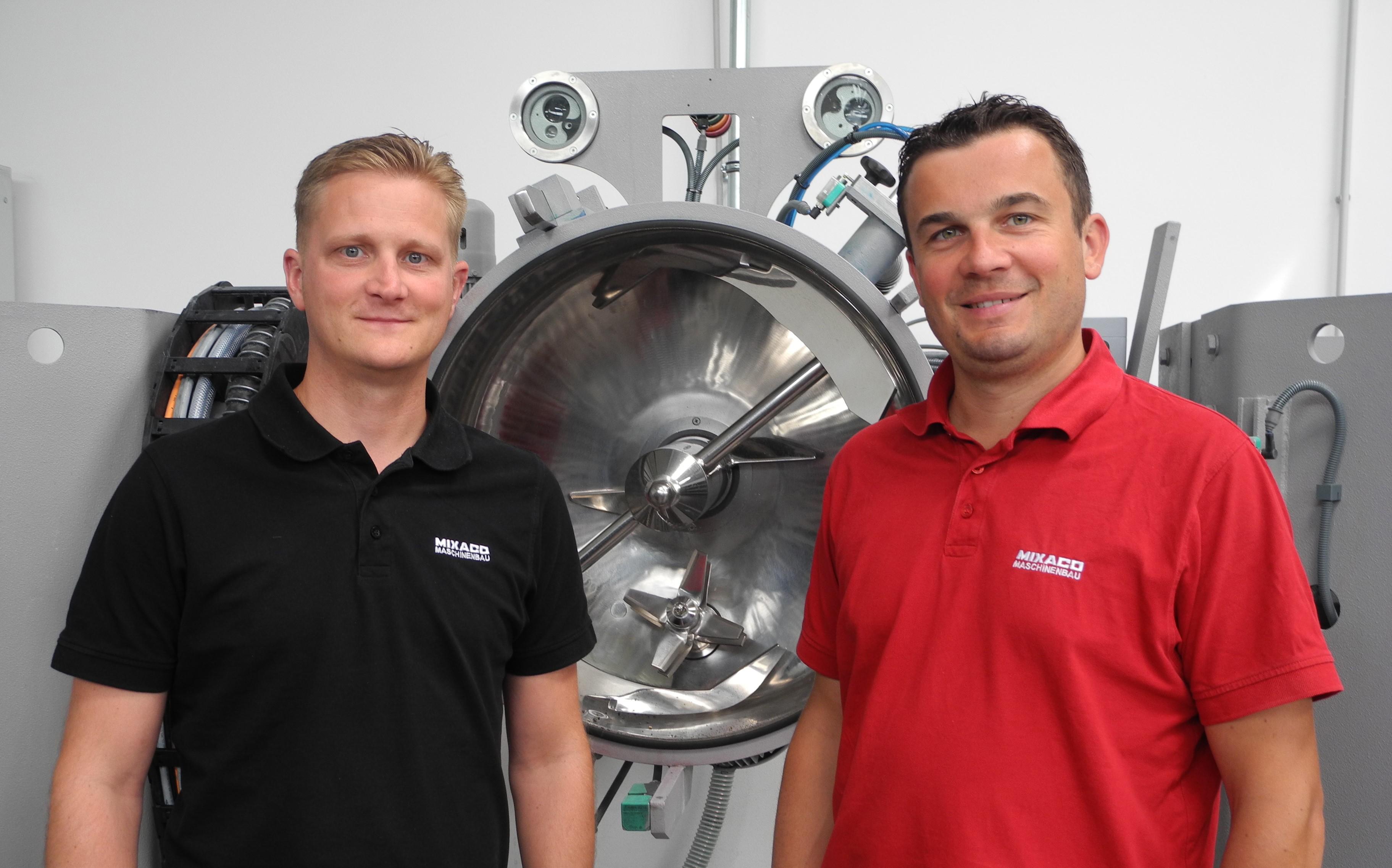 Mixaco-Geschäftsführer Matthias Tölle (r) und Vertriebsmitarbeiter Guido Brand (l). (Bild: Wendenburg)