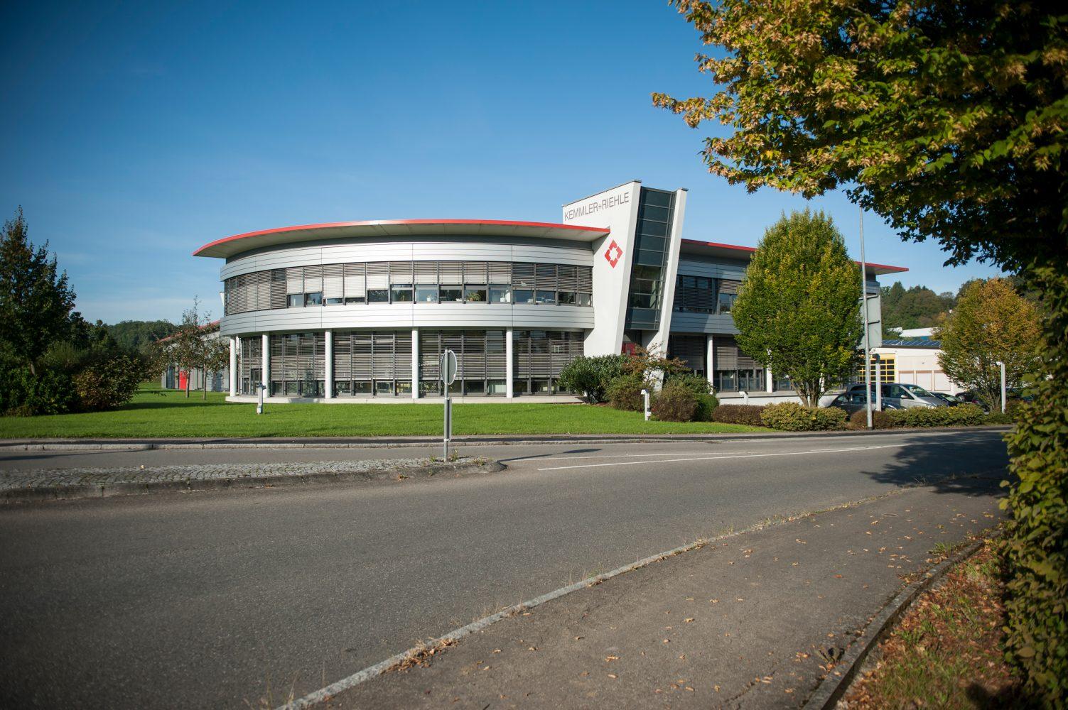 Firmenzentrale in Reutlingen (Bild: Kemmler + Riehle GmbH & Co. KG)