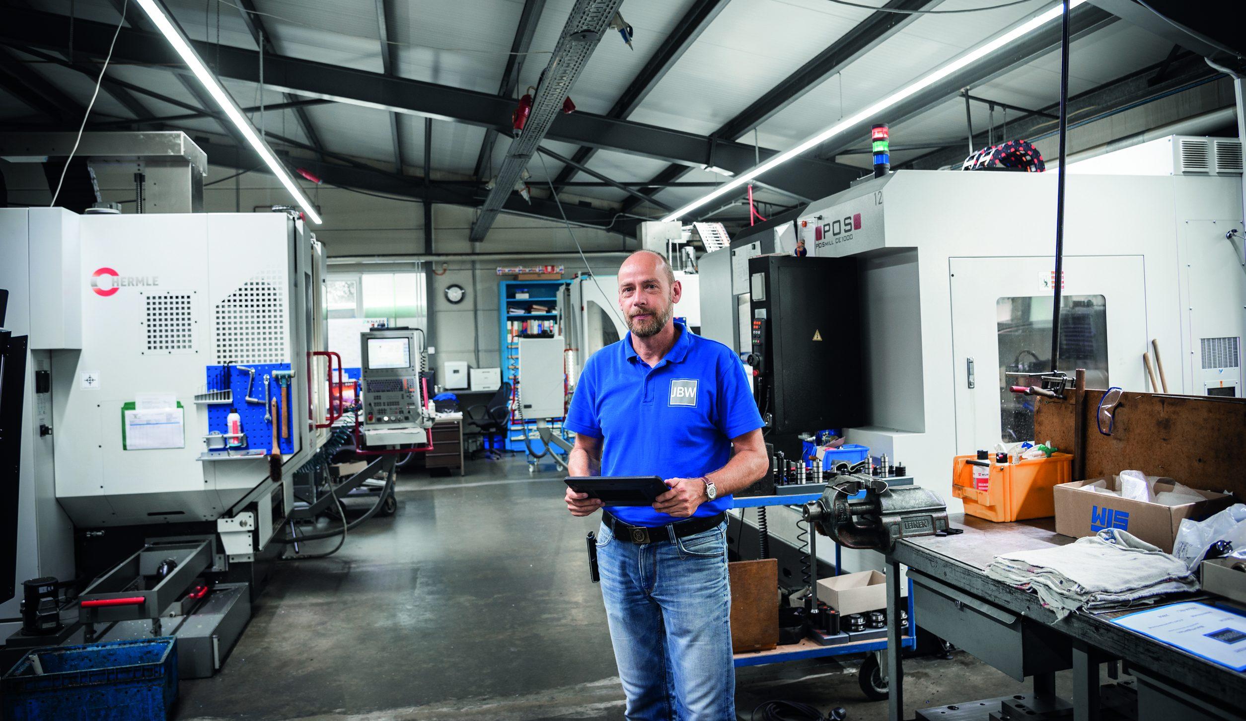 Geschäftsführer Markus Becker konnte durch die eingebundene Software von IKOffice die Arbeitsabläufe im Werkzeugbau deutlich schlanker gestalten. (Bild: IKOffice GmbH)