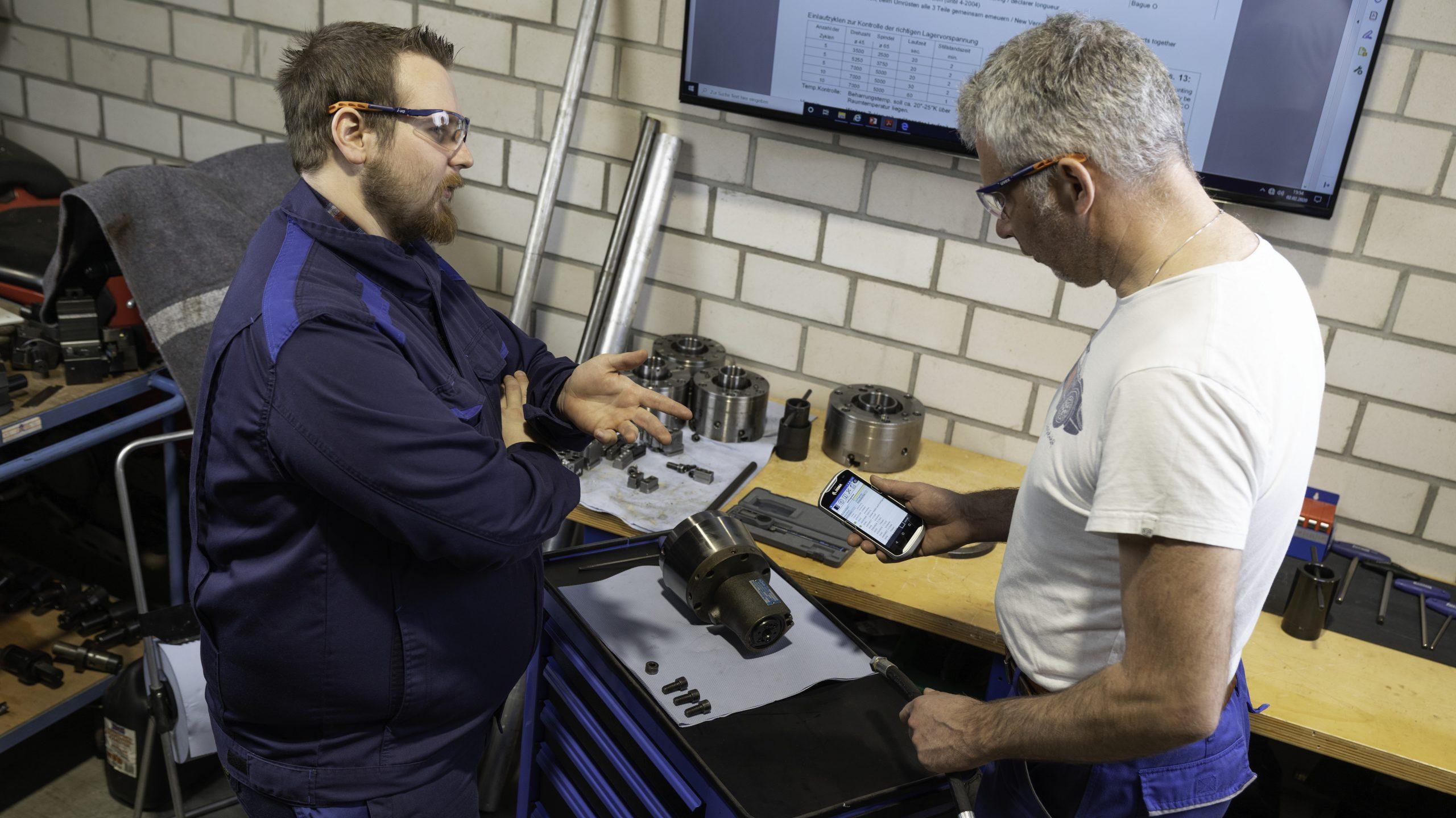 Qualitätskontrolle 'in process' am Montageplatz (Bild: IGH Infotec AG)